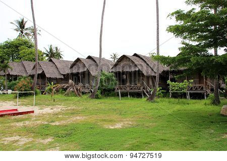 Rustic Thatched Rural Accommodation Cottages On Beach