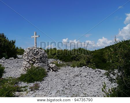 Crosses along the way to Kamenjak