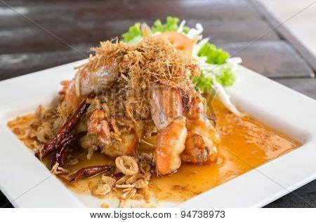 Deep fried shrimp platter with tamarind sauce