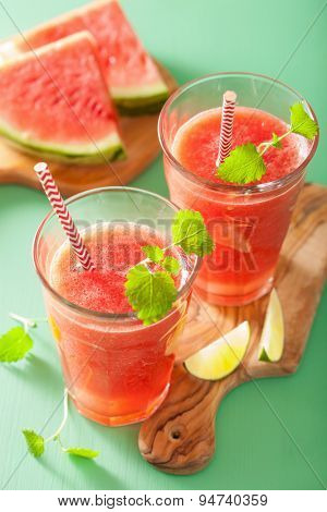 watermelon lime smoothie in glasses