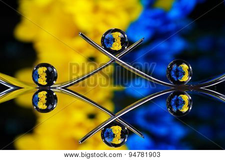 Yellow and blue spheres