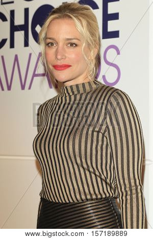 LOS ANGELES - NOV 15:  Piper Perabo at the People's Choice Awards Nominations Press Conference at Paley Center For Media on November 15, 2016 in Beverly Hills, CA