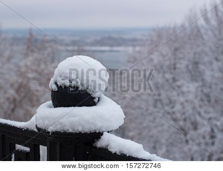 Metallis barring pattern pod with snow in winter