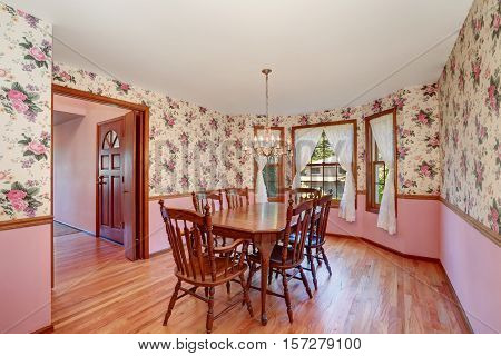 Retro Look Of Dining Room With Wooden Carved Table Set
