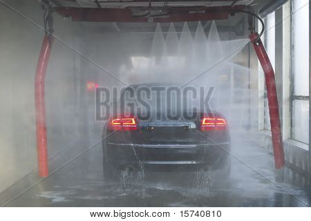 Car Wash With Geometric Spray