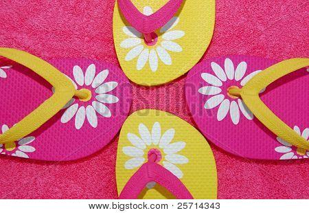 Rosa und Gelbe Flip Flops