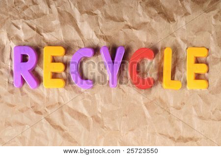 The word recycle on recycled paper