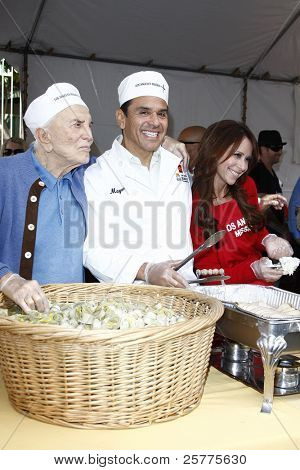 LOS ANGELES, CA - NOV 23: Kirk Douglas; Antonio Villaraigosa; Jennifer Love Hewitt at the Los Angeles Mission serving of it's traditional Thanksgiving meal on November 23, 2011 in Los Angeles, CA