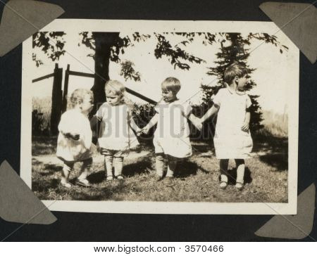 Vintage 1930 Girls Photo