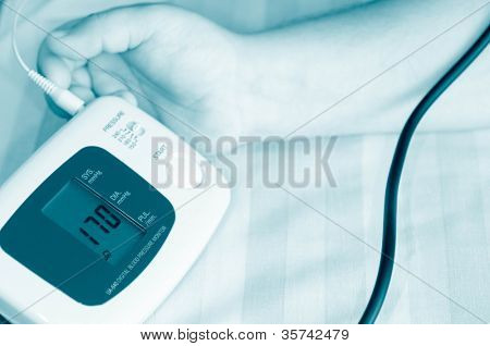 tonometer. Measurement of arterial pressure.