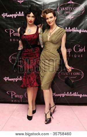 Los Angeles aug 3: Micheline Pitt, Laura Byrnes bei der Eröffnung der Pinup Girl 'Boutique' am aug