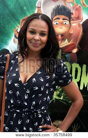 LOS ANGELES - AUG 5:  Samantha Mumba arrives at the