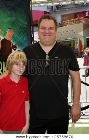 LOS ANGELES - AUG 5:  Jeff Garlin arrives at the