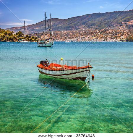 Fischerboot auf Poros, Griechenland