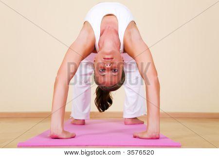 Yoga - Urdhva Dhanurasana