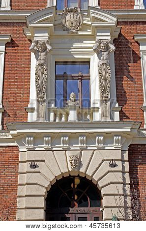 ornamental gate with collumns and Matejko's bust