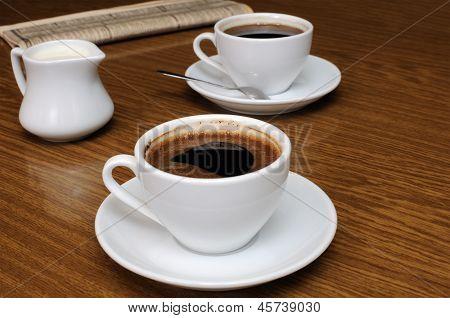 Uma xícara de café preto