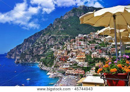 hermosa Positano - pintoresca costa de Amalfi. Italia
