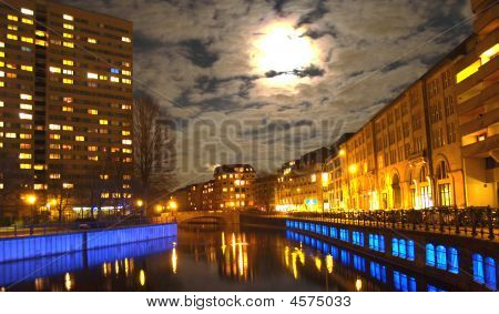 Spree-Fluss in der Nacht