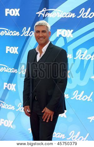 LOS ANGELES - MAY 16:  Taylor Hicks arrives at the American Idol Season 12 Finale at the Nokia Theater at LA Live on May 16, 2013 in Los Angeles, CA