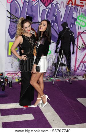 LOS ANGELES - DEC 18:  Liz Mace, Megan Mace at the