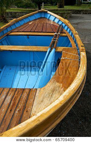 goiter boat