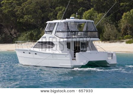 Moreton Island Power Yact