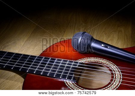 Microphone On Guitar