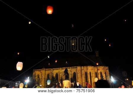 Romanians salute King Michael with hot air balloons on his name day