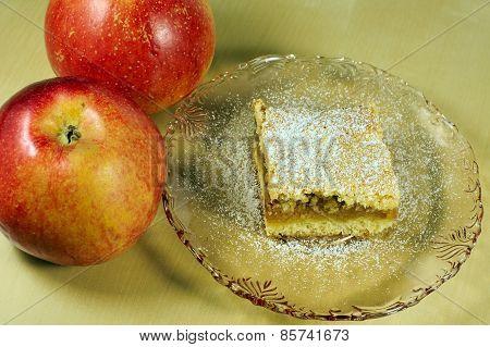 Ripe apples and apple pie