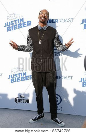 LOS ANGELES - MAR 14:  Snoop Dogg at the Comedy Central Roast of Justin Bieber at the Sony Pictures Studios on March 14, 2015 in Culver City, CA