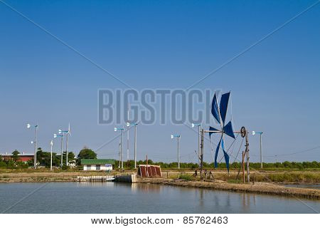 Wind power tool for bringing water into the salt farm