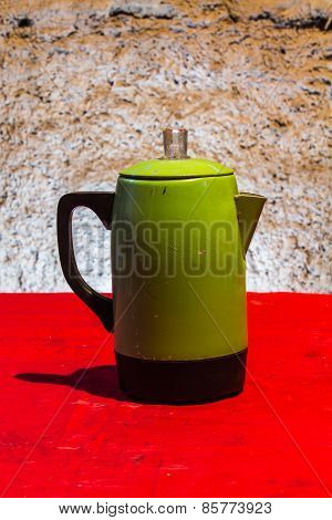 Still Life Green Classic Kettle