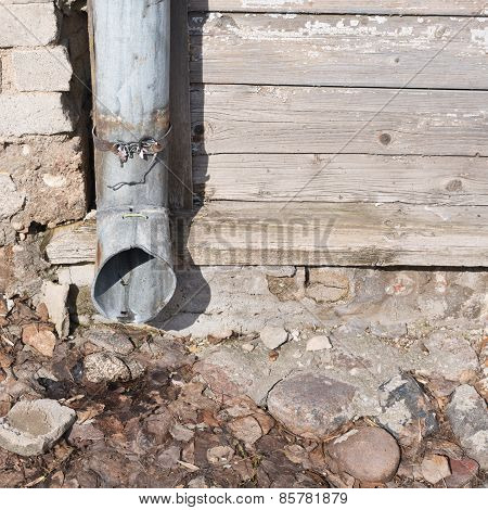 Rustic country downpipe composition