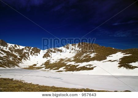 Montaña de Colorado contra un cielo azul