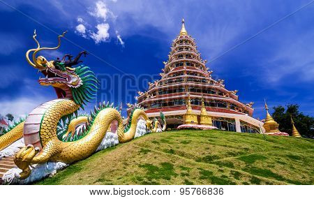 Wat Hyua Pla Kang, Chinese temple in Chiang Rai Thailand, This is the most popular temple