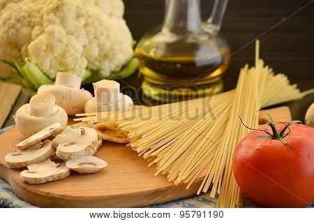Long Noodles, Mushrooms,tomato