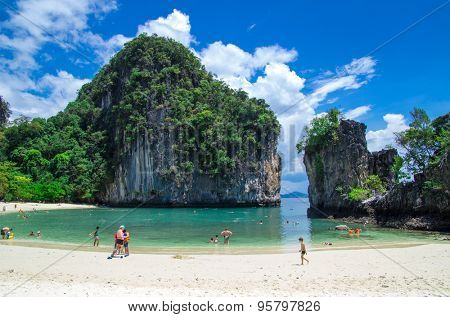 KRABI,THAILAND - FEBRUARY 25 : Koh Hong island famous attractions.Tourists of different countries come to visit the beautiful islands of Andaman and popular sunbathing on FEBRUARY 25 , 2012 in Krabi.