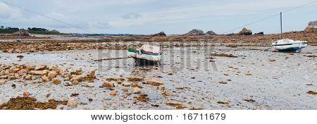 Rowboat at low tide cote Rose
