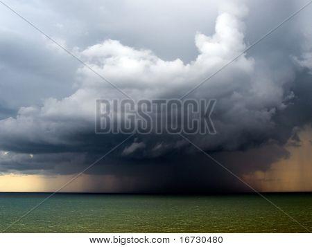 Regen over zee.