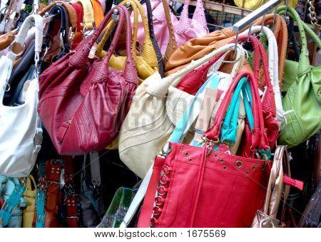 Vendedor de rua de bolsa