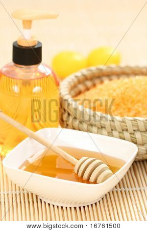 honey and honey bathsalt with candles