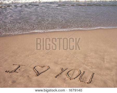 Ich liebe dich geschrieben am Sandstrand