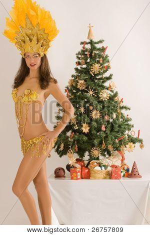 Meninas do samba de árvore de Natal da Baviera