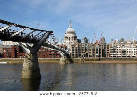 Millennium bridge in London (UK)