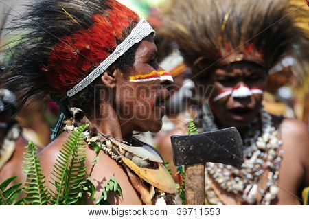 GOROKA, PAPUA, NEW GUINEA - SEPTEMBER 17: colorful portrait of  an aboriginal at Goroka Tribal Festival. Papua New Guinea on September 17, 2011