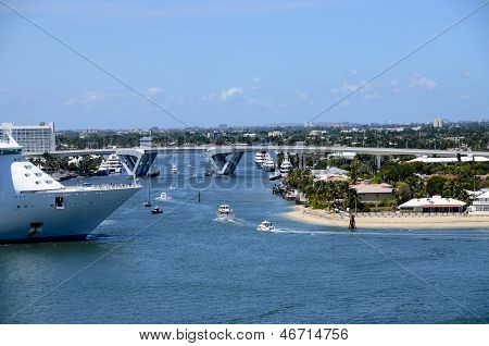 Navigator of the seas Leaving Port Everglades