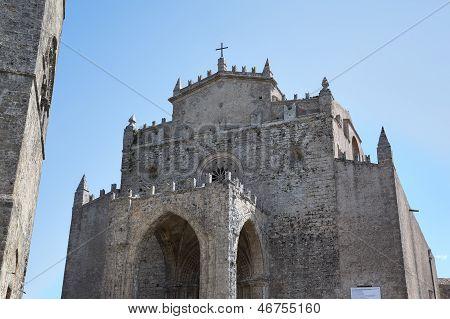Mittelalterliche katholische Kirche Chiesa Matrice in Erice. Sizilien, Italien