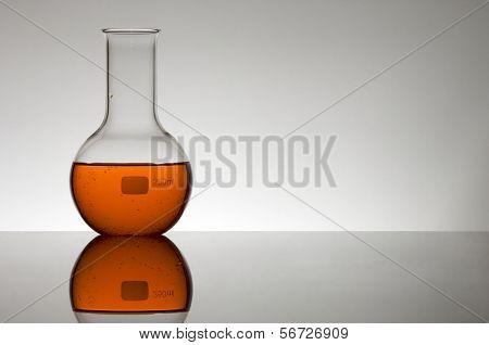 Matraz esférico con líquido rojo
