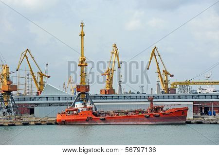 Caption    Caption                           Bunker ship (fuel replenishment tanker) under port cran